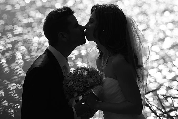 kreatív szabadtéri esküvői fotó