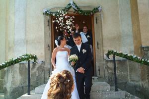 A klasszikus esküvői virágeső