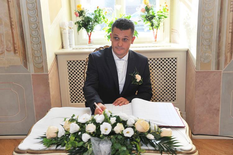 Elek esküvői aláírása