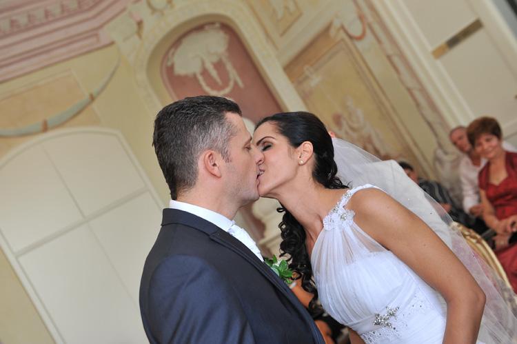 Az első hitvesi csók