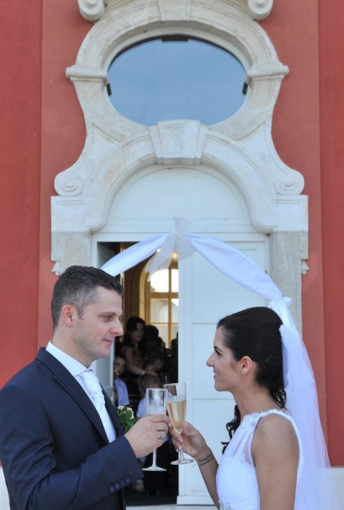 esküvői első koccintás